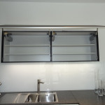06 Küche IOS Hängeelement Glas schwarz matt